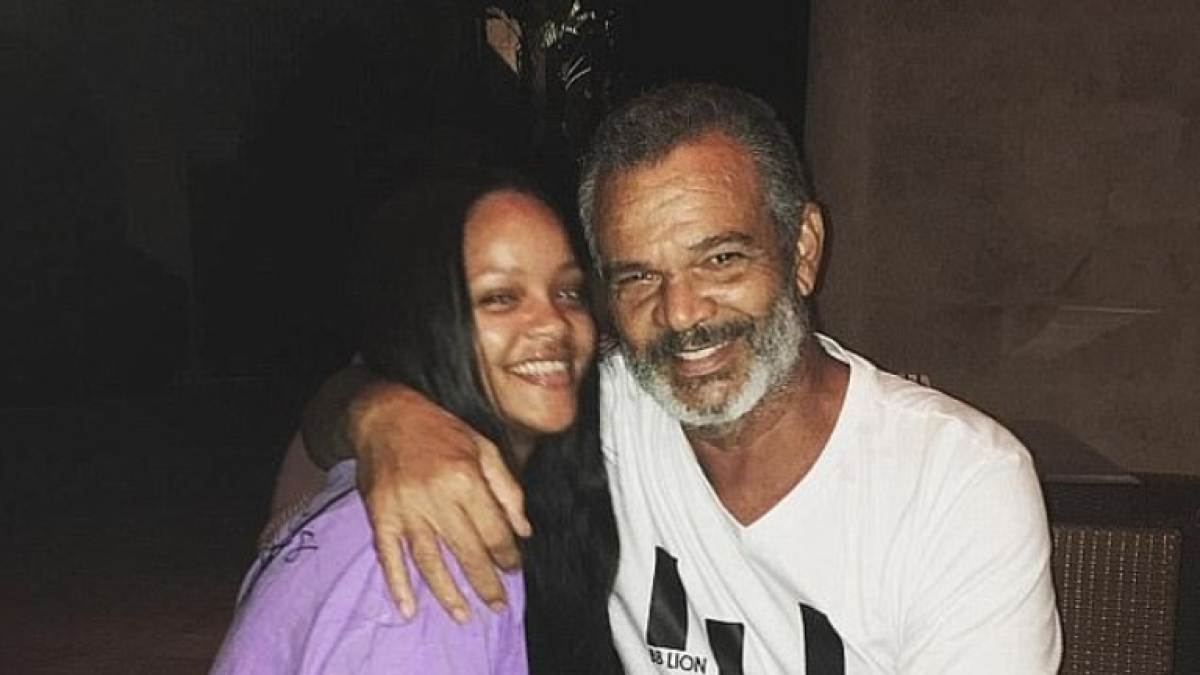 Rihanna sends ventilator for dad Ronald Fenty after he tests positive for COVID-19