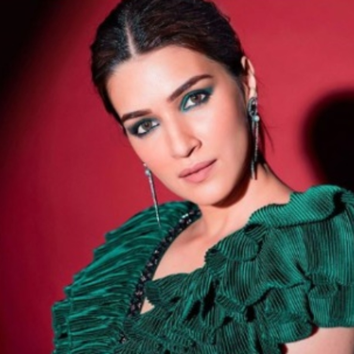 Kriti Sanon's sly dig at Suhana, Sara Ali Khan? Actress talks about magazine covers, getting second film before debut