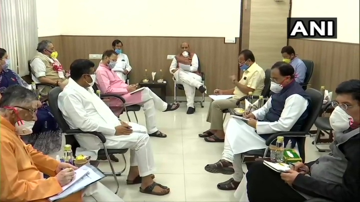 Group of Ministers sport a mask during meet at Rajnath Singh's residence, Twitters asks 'Aise kaun mask pehenta hai?'