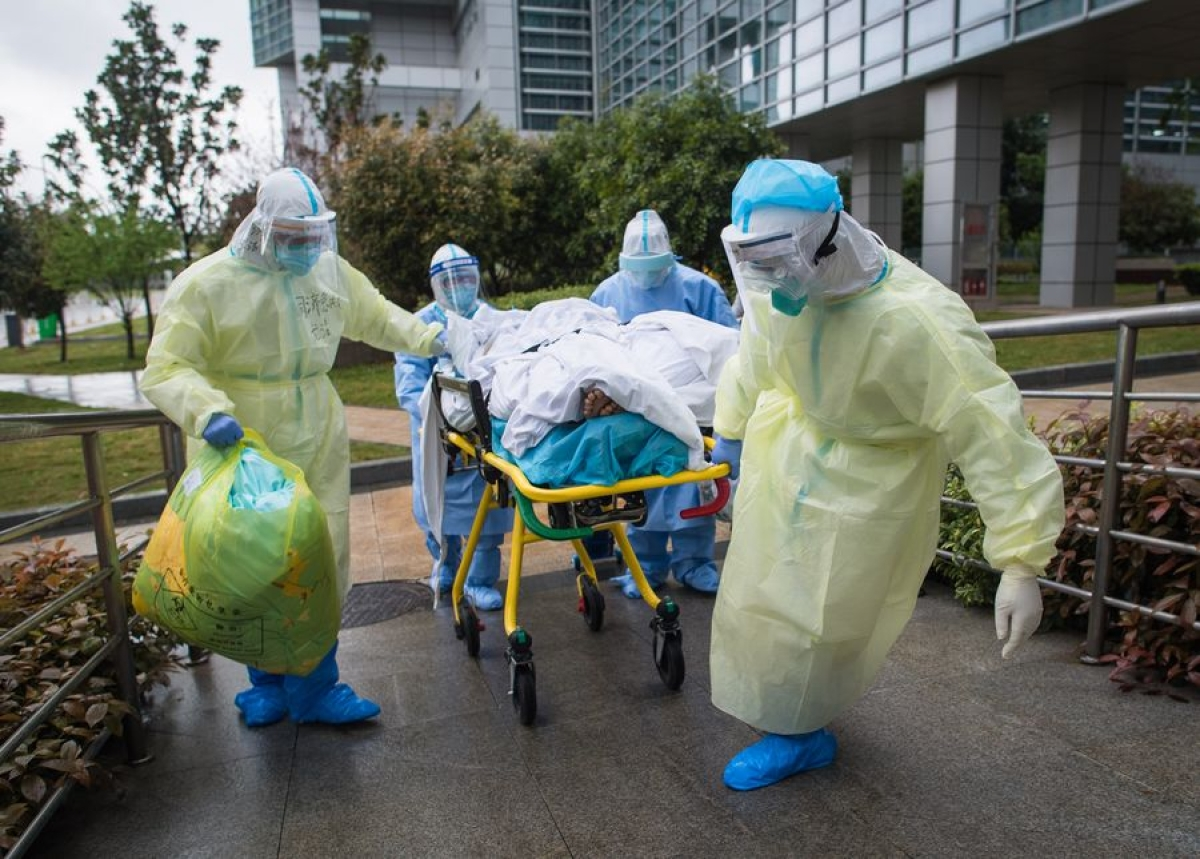 Medical workers wheel a patient to the Zhongfaxincheng campus of Tongji Hospital affiliated to Huazhong University of Science and Technology in Wuhan, central China, March 29, 2020.