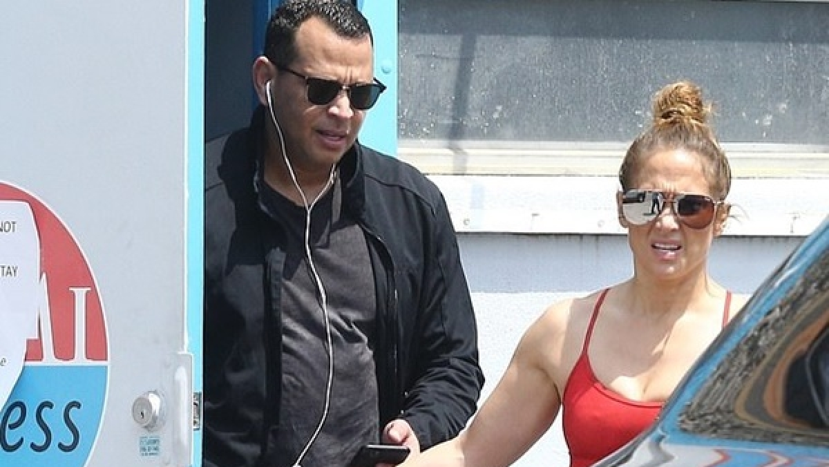 Jennifer Lopez and Alex Rodriguez get VIP access to gym closed to public amid coronavirus lockdown