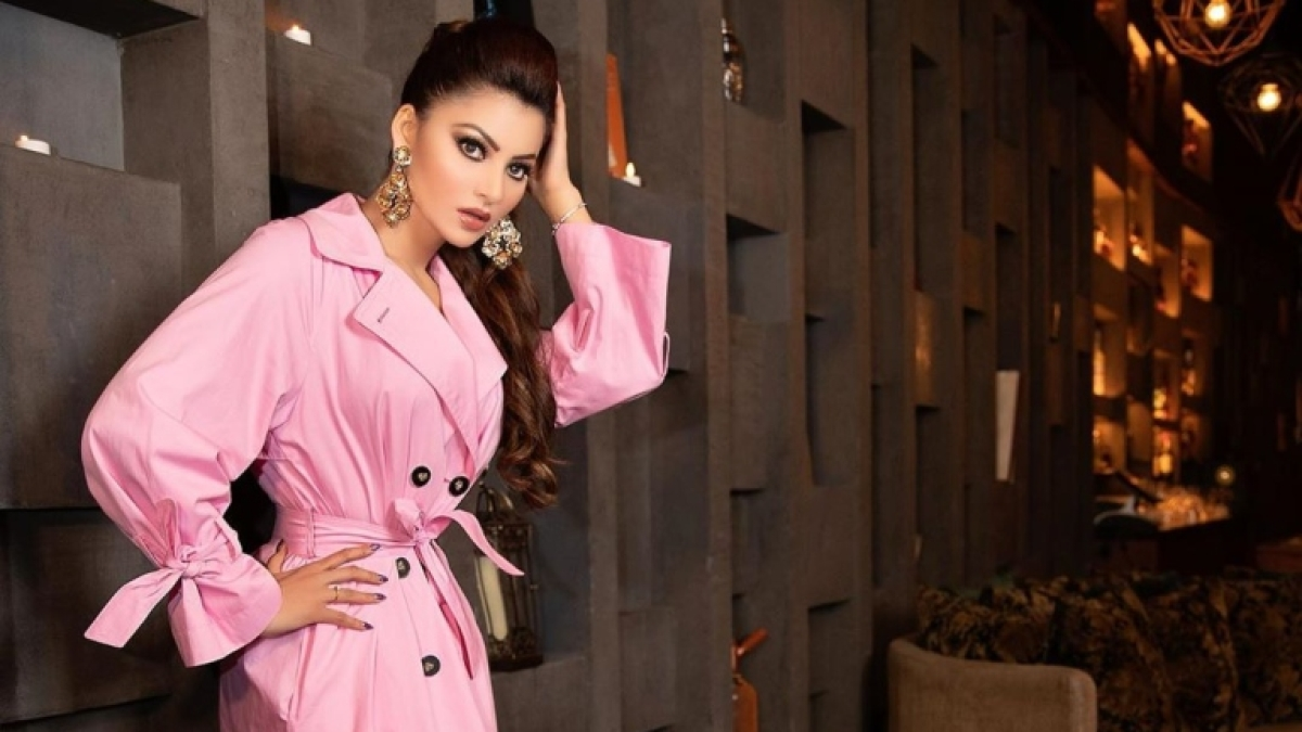 'It's no brain time': Urvashi Rautela trolled for 'copy pasting' review of Oscar 2020 winner 'Parasite