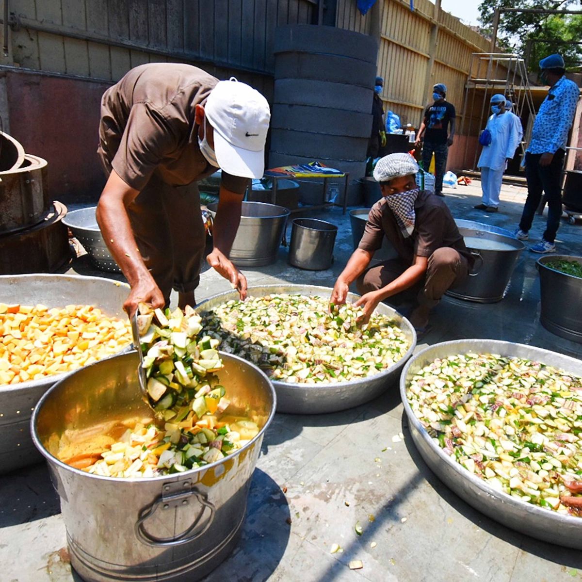 Mumbai University students set up relief camps and community kitchens for needy
