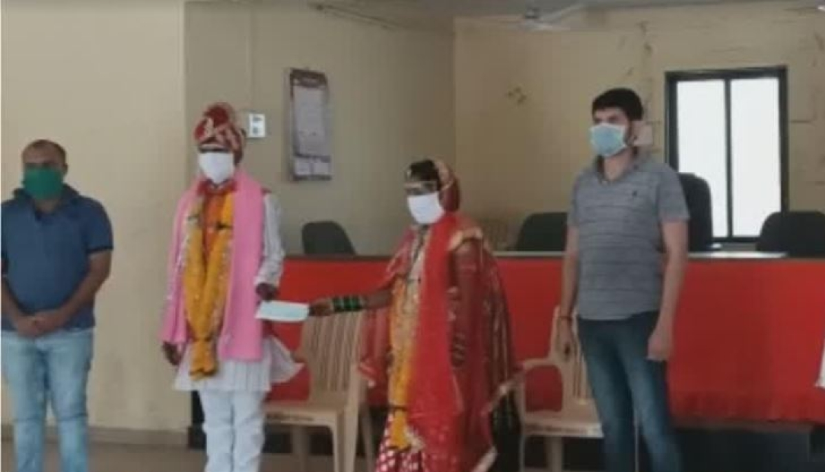 Maharashtra: Family gives the big fat Indian wedding a miss; Donates 3 months' ration to all villagers