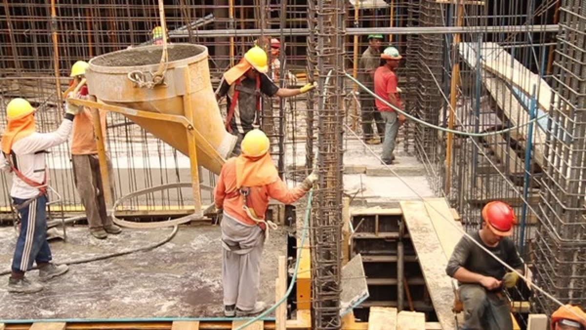Lockdown 2.0: 12 lakh construction workers to get Rs 2,000 each from labour welfare fund