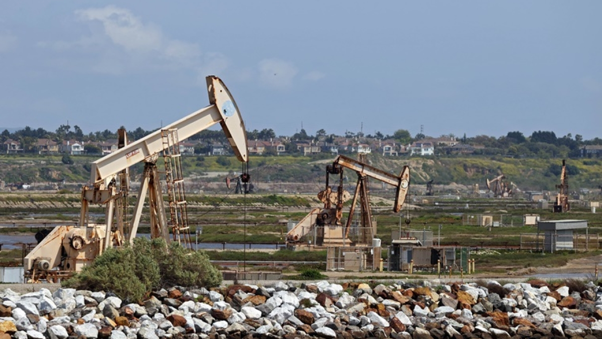 Oil prices crash into negative as producers run out of space to store