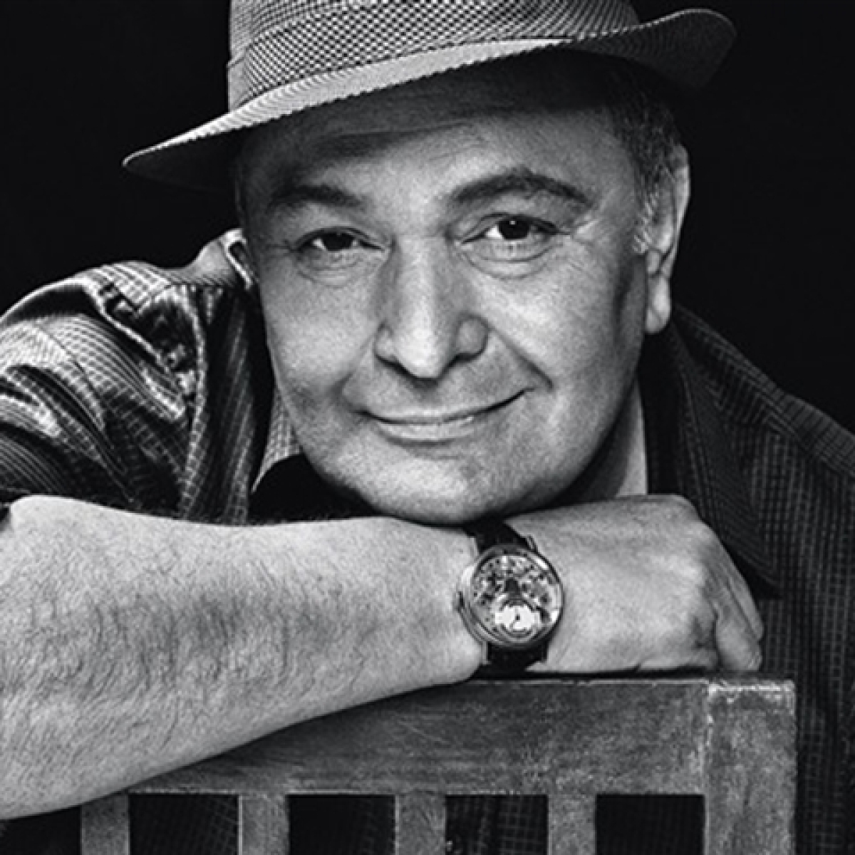Rishi Kapoor's funeral performed at Chandanwadi crematorium, nation mourns passing off a legend