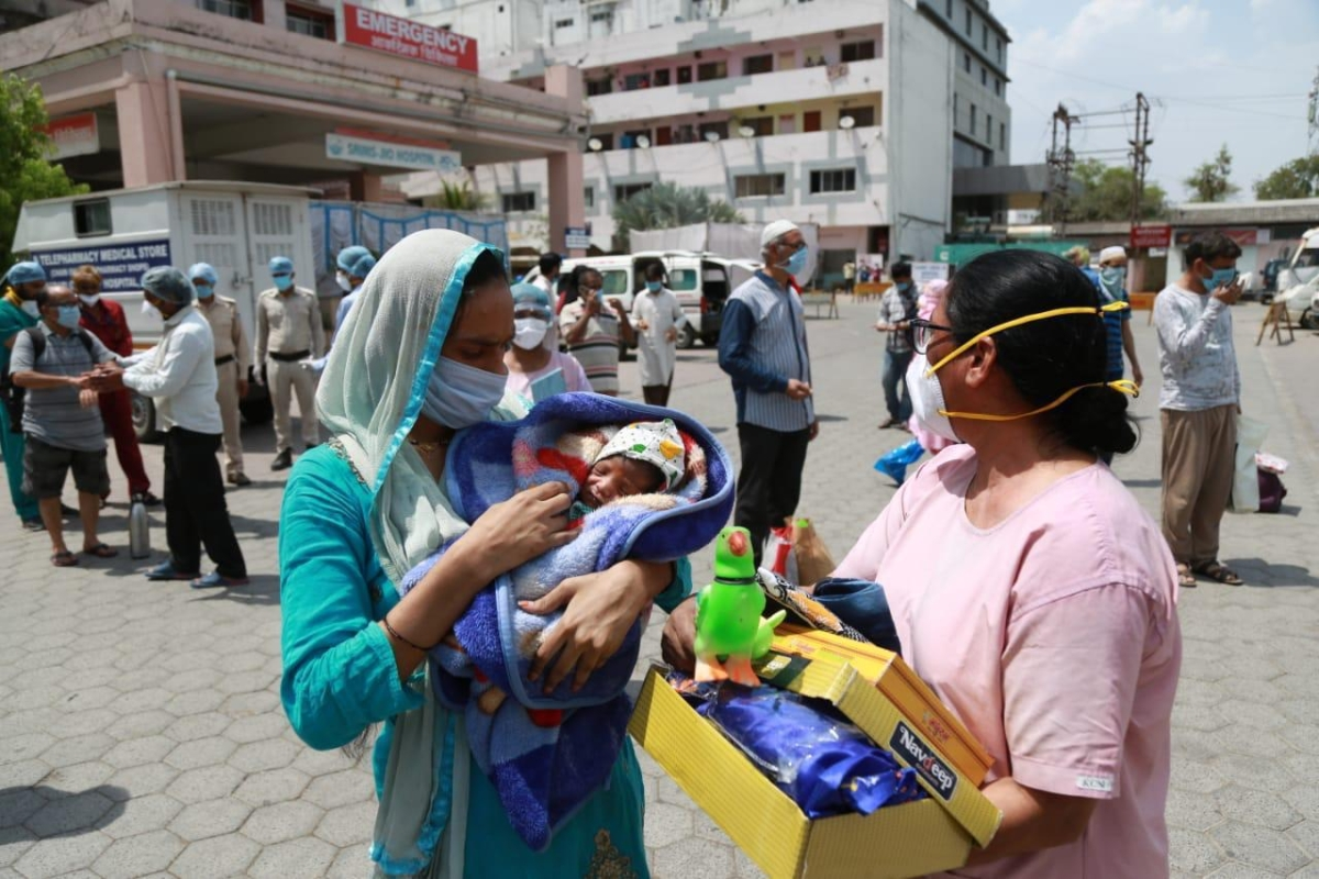Indore: Aurobindo Hospital 'delivers' miracle, cures corona infected mom and newborn