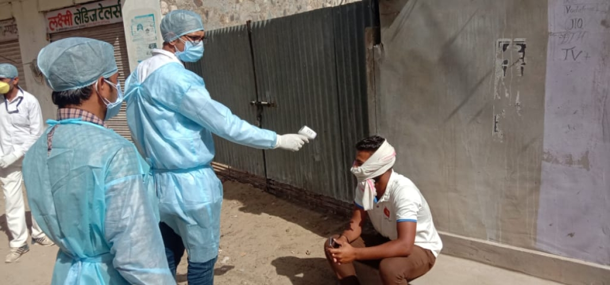 People being screened in Kitnoria village in Barmer