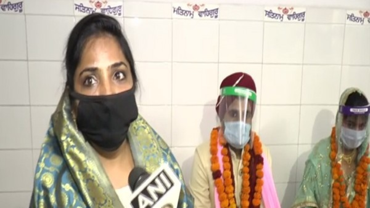 Latest coronavirus update: Couple ties knot wearing masks and face shields at Gurudwara in Kanpur