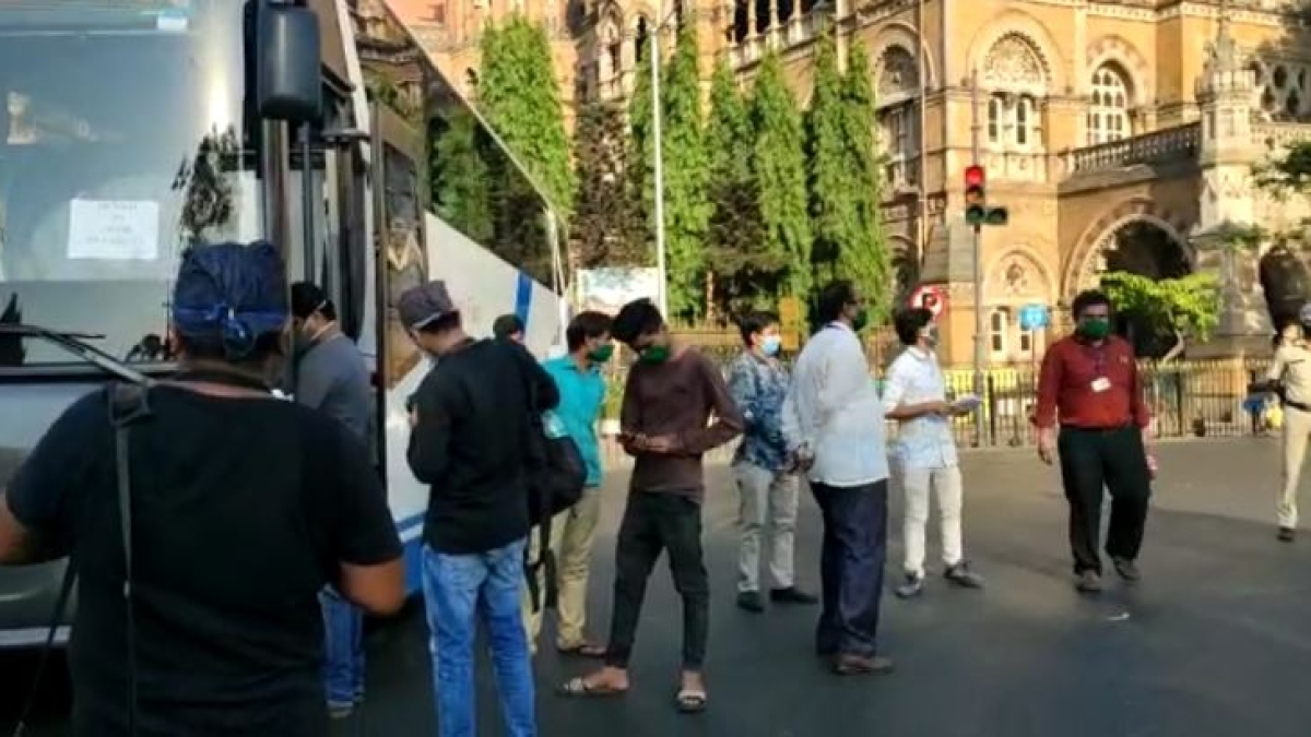 Mumbai: 25 workers leave for Rajasthan by bus