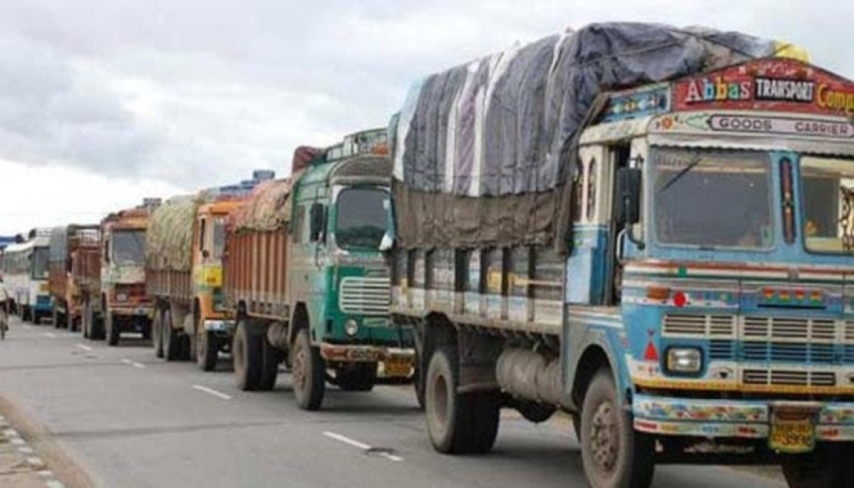 43 migrant workers from  UP held from a truck