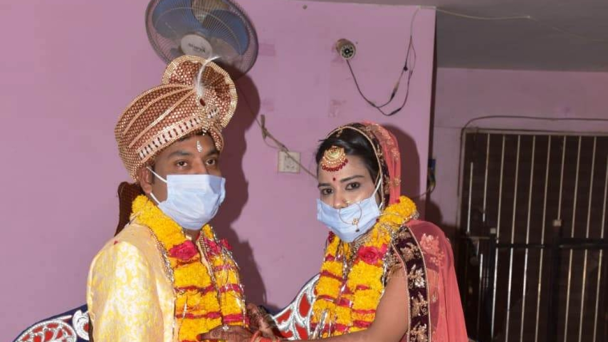 Lockdown 4.0 in MP: Thanks to relaxations, couple tie knot after waiting for 45-days