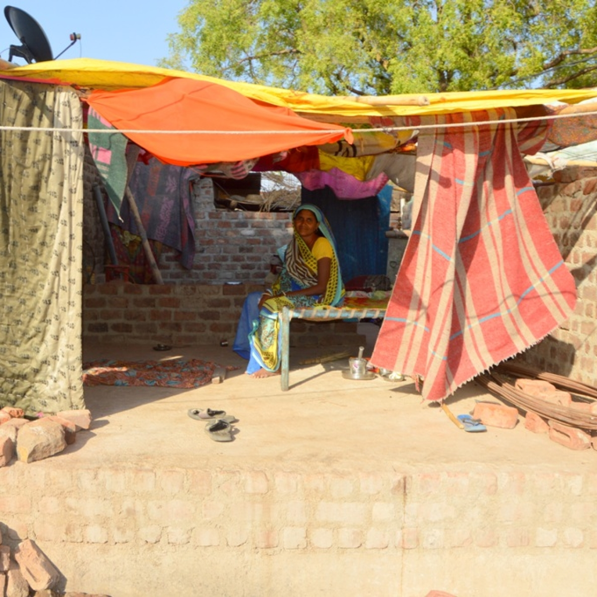Lockdown 3.0 in MP: PM Awas Yojana beneficiaries living under tarpaulin in Bhikangaon
