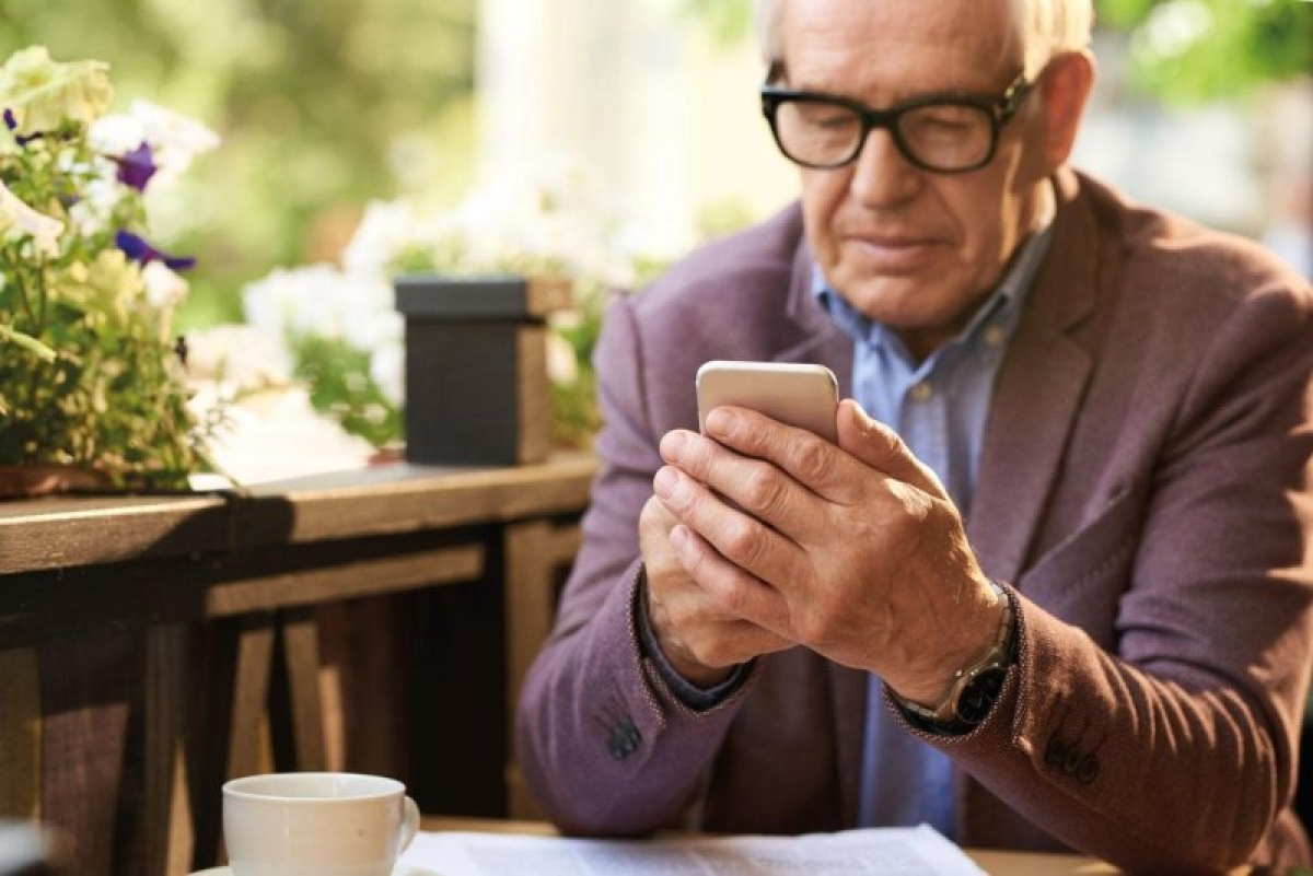 Daily internet use may lead to social isolation among elderly, finds study