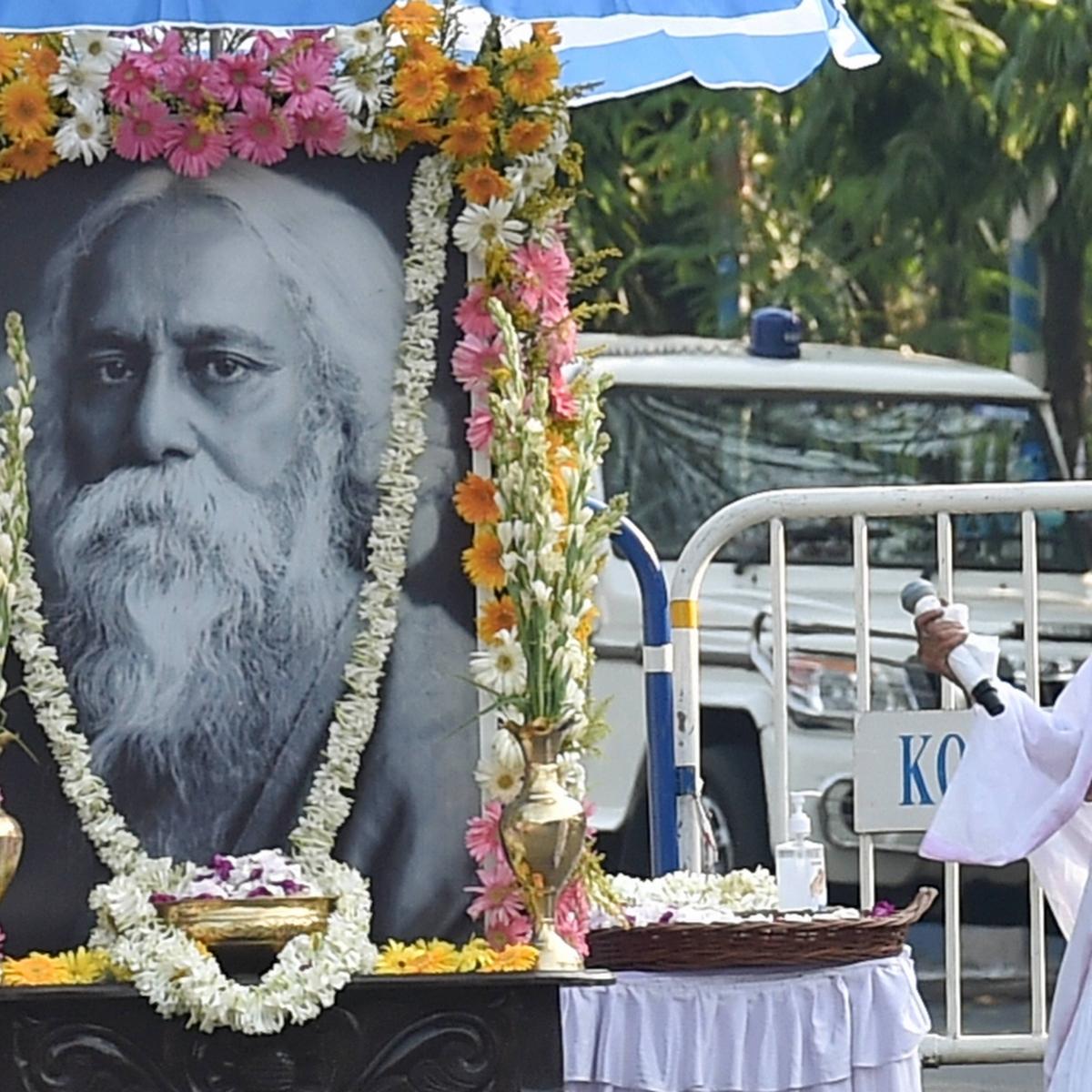 Watch: Mamata Banerjee goes full Bong, sings Rabindra sangeet at Nandan on Tagore Jayanti