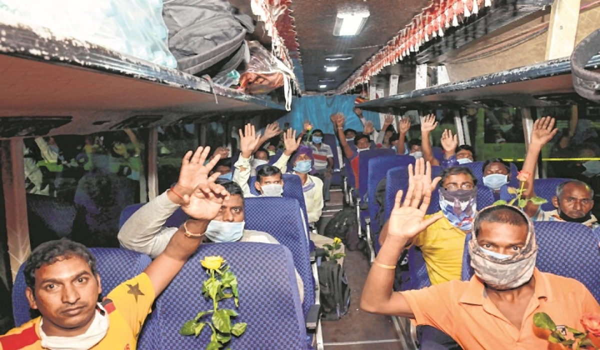 Migrants on a bus in Hatia, Ranchi, headed for their homes after arriving from Telangana's Lingampally station.
