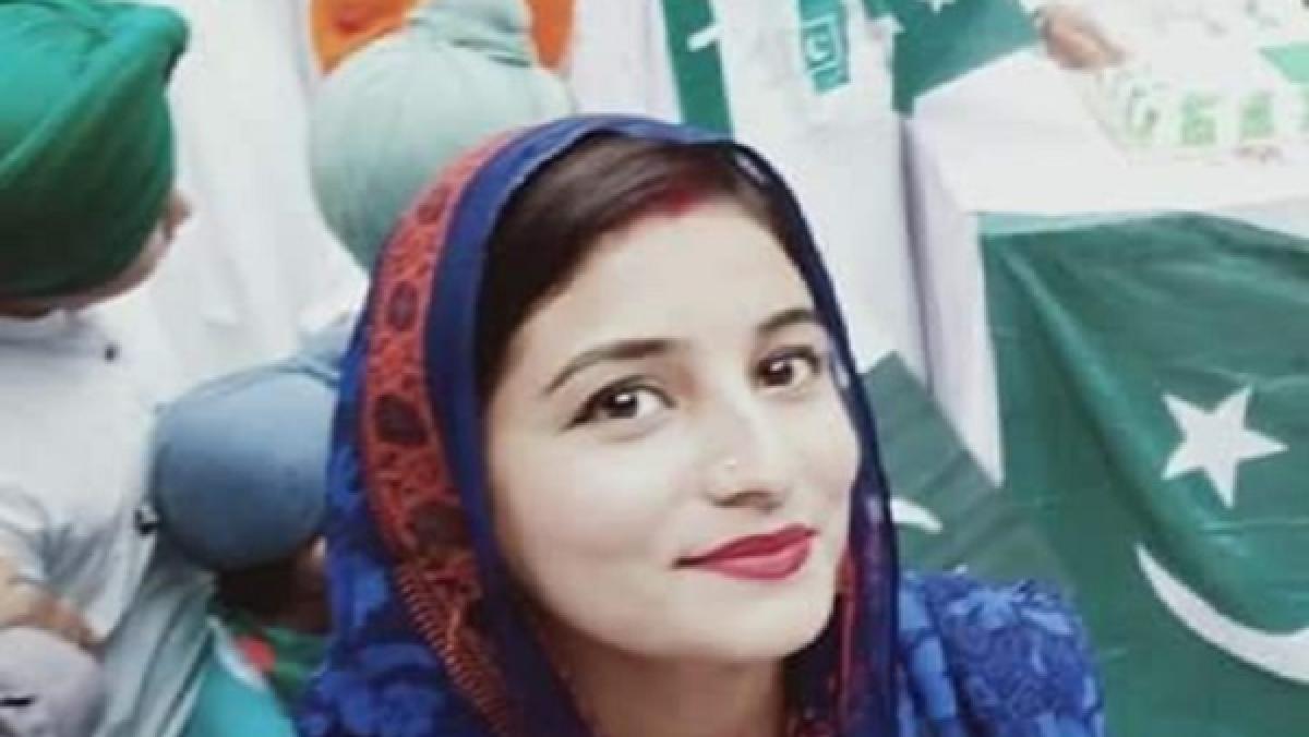 Pakistan's 1st female Sikh journalist Manmeet Kaur nominated for UK award