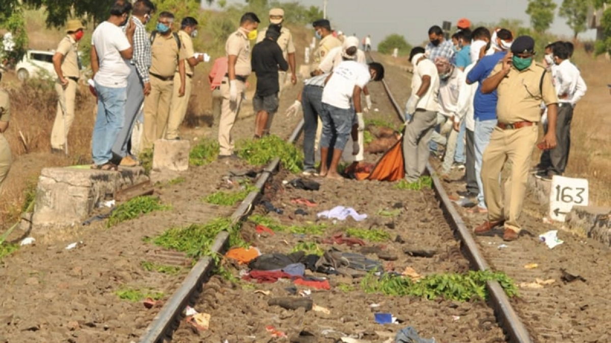 Aurangabad train tragedy: Maharashtra Labour department orders inquiry, State govt announces Rs 5 lakh aid
