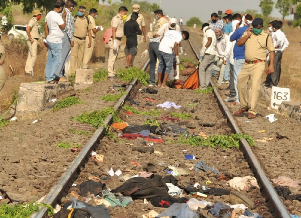 Aurangabad train tragedy: Maharashtra labour department orders inquiry; state govt announces Rs 5 lakh aid