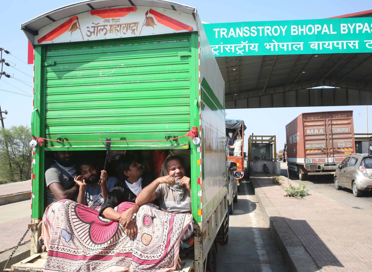 Madhya Pradesh: 375 more buses deployed to ferry migrant labourers