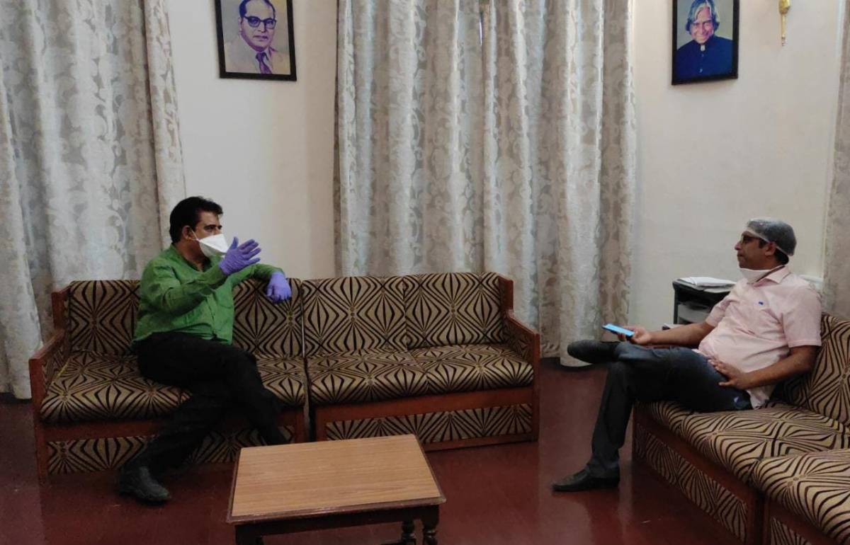 MP Shankar Lalwani discussing likely water shortage during summer with IMC commissioner Asheesh Singh