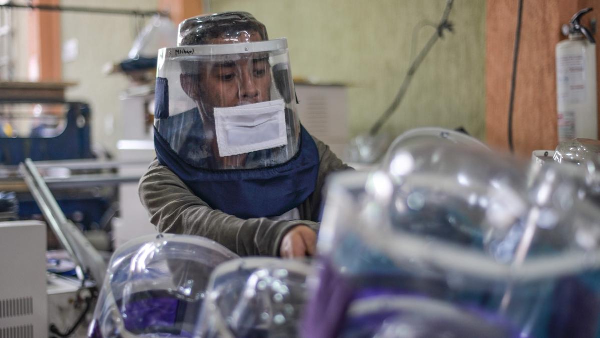 Coronavirus in Mira Bhayandar: Helping Hand for Humanity Foundation donates 1,000 safety kits to Thane police