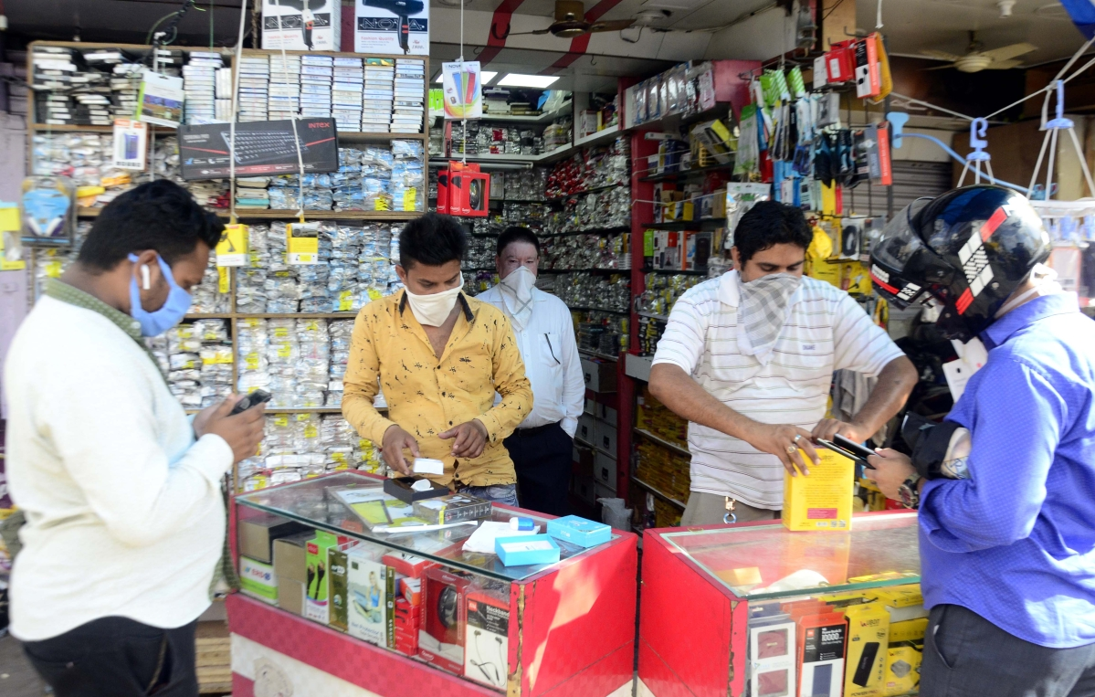 Corona fear in the air in Bhopal, armed with protective gears, shoppers show up at markets