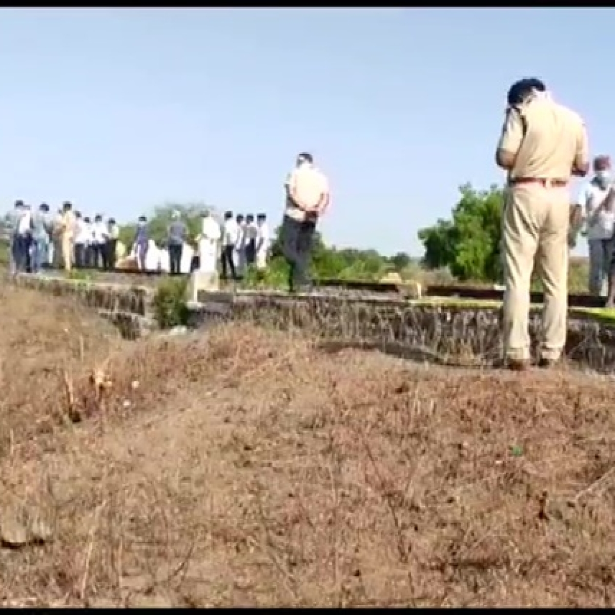 Maharashtra govt announces Rs 5 lakh ex gratia to families of deceased in Aurangabad train accident
