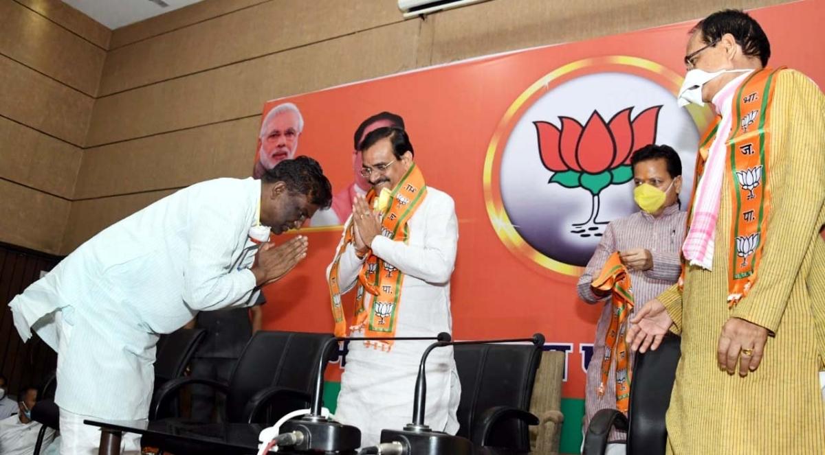 Madhya Pradesh: Hundreds of Congressmen from Sanchi join BJP violating lockdown rules