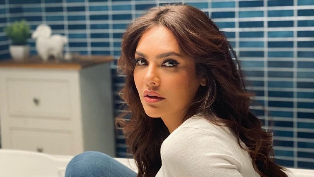 Esha Gupta wants youngsters to live in real and not virtual world