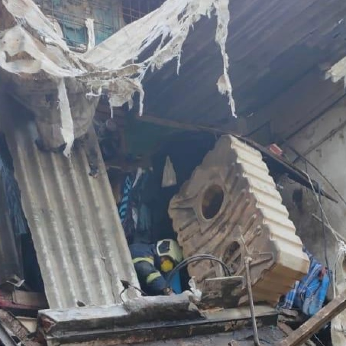 Mumbai: 14 rescued after building collapses in Kandivli
