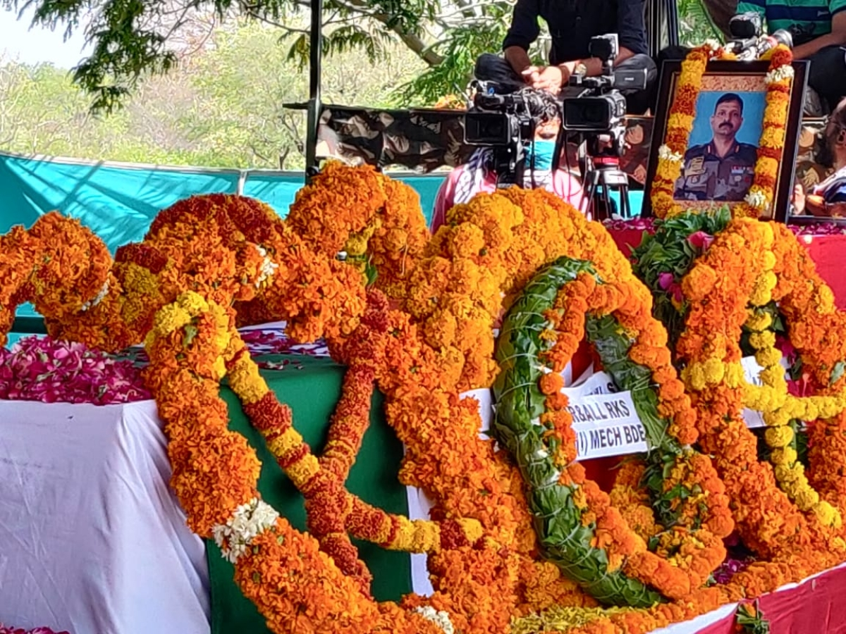A wreath laying ceremony was held at the Jaipur Military Station's 61 Cavalry ground, where Chief Minister Gehlot and Lt Gen Kler paid their last respects to the slain officer