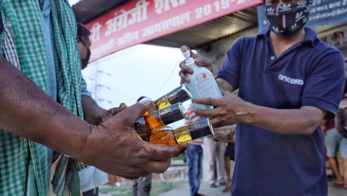 Lockdown 3.0: Maharashtra govt nets Rs 150 cr revenue through liquor sale in four days