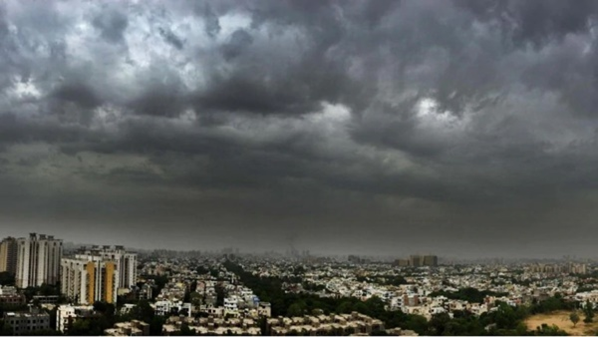 Indore: Blackout in many colonies as 40 km/hr speed storm hits city