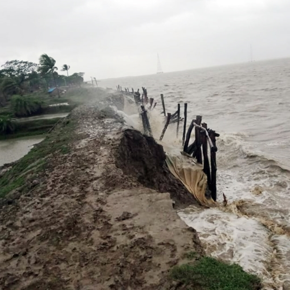 72 dead as Cyclone Amphan wreaks havoc in West Bengal; Mamata announces Rs 2.5 lakh ex-gratia