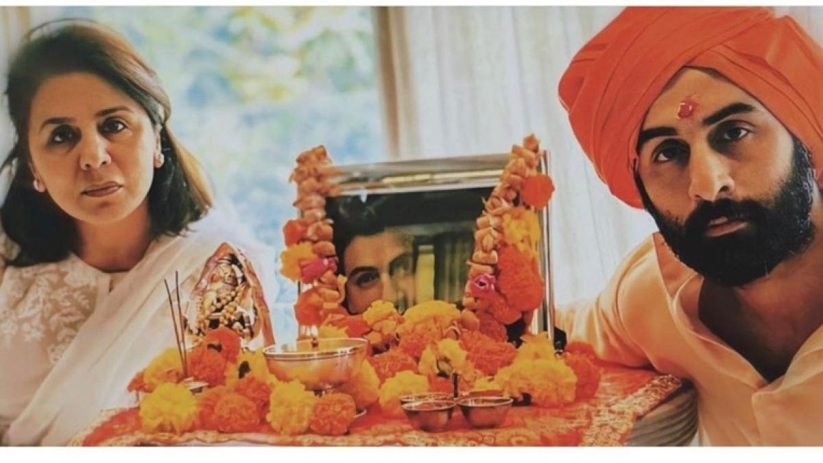Neetu, Ranbir Kapoor's picture from Rishi Kapoor's prayer meet is leaving the internet teary-eyed