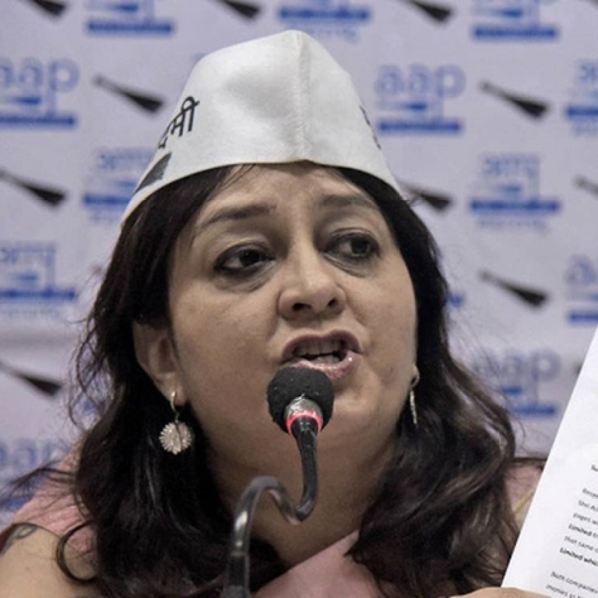 Twitter user 'Poksershash' summoned by Kolkata Police for abusing AAP's Preeti Sharma Menon