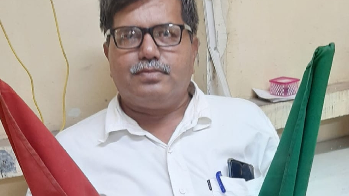 Pagare, Chief Yard Master, Mulund works continuously on his 'own will' before superannuation