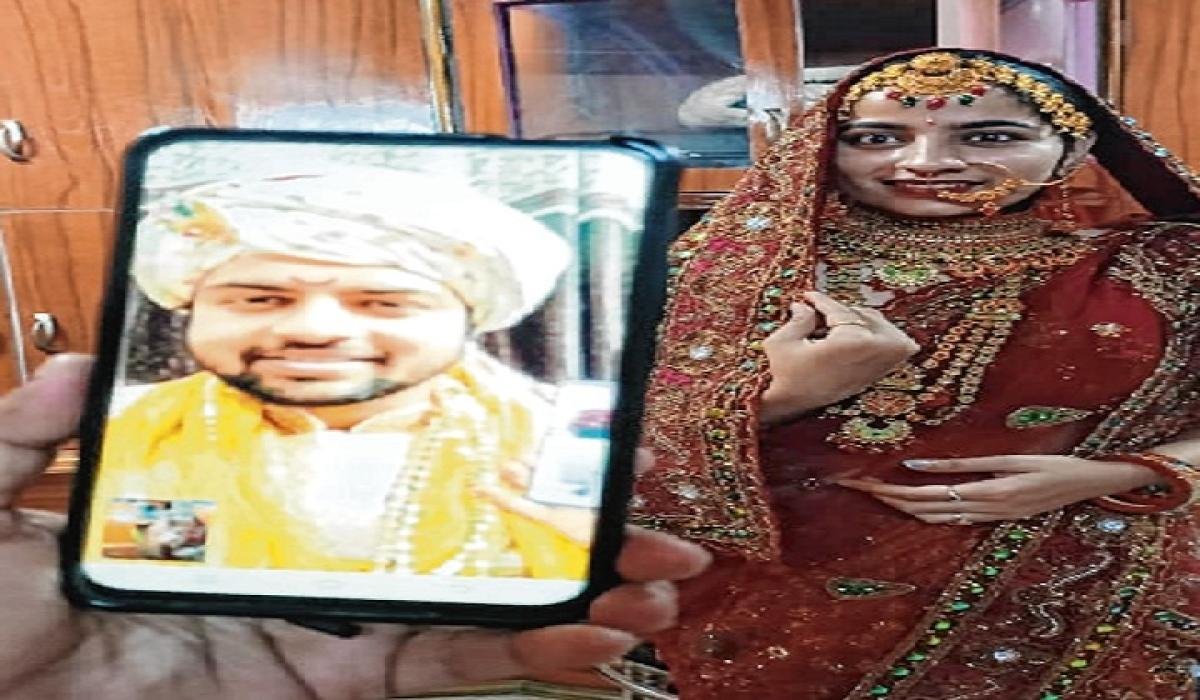Marathi actress weds Rajasthani documentary filmmaker online