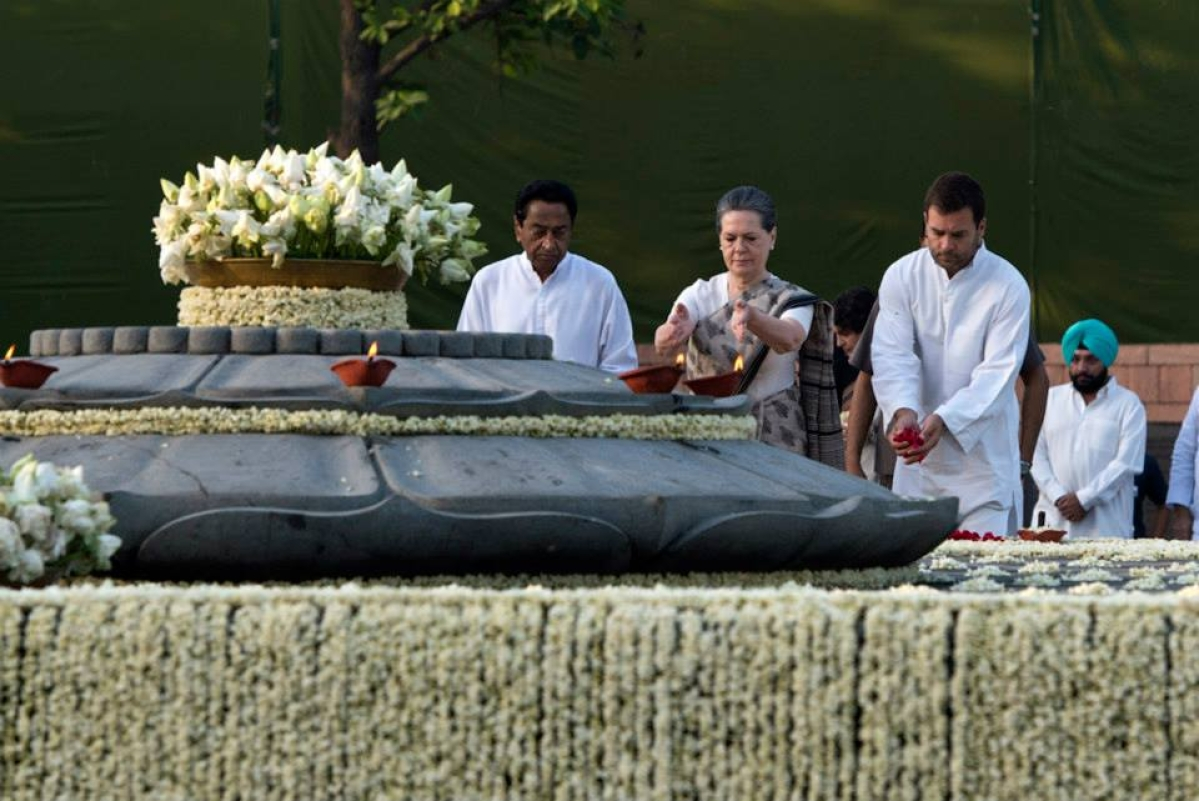 A file photo of Sonia Gandhi and Rahul Gandhi paying tribute to former PM Rajiv Gandhi. Also in the image is former MP CM Kamal Nath