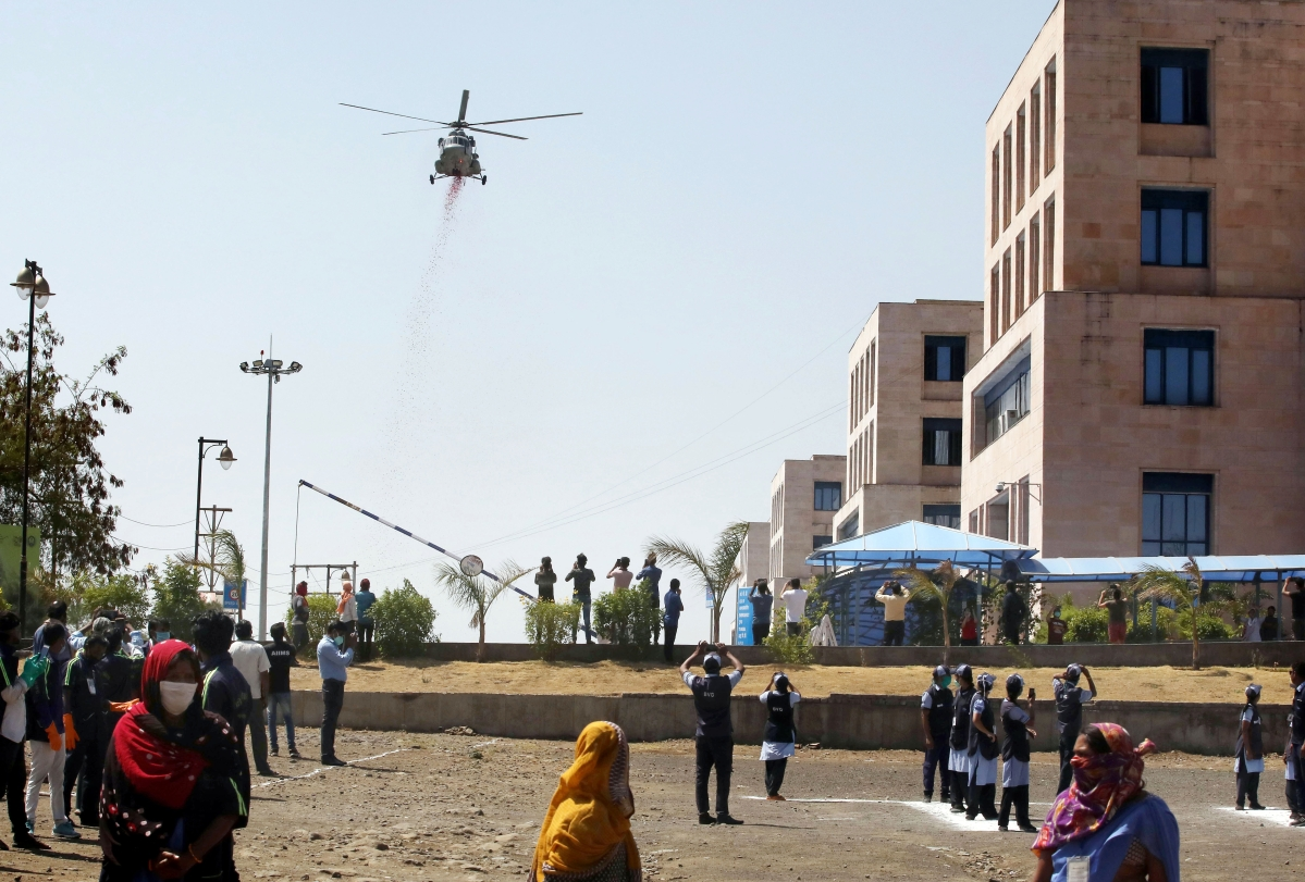 Bhopal: Aerial salute to corona warriors by Air Force and Army, shower petals on AIIMS, Chirayu Hospoital