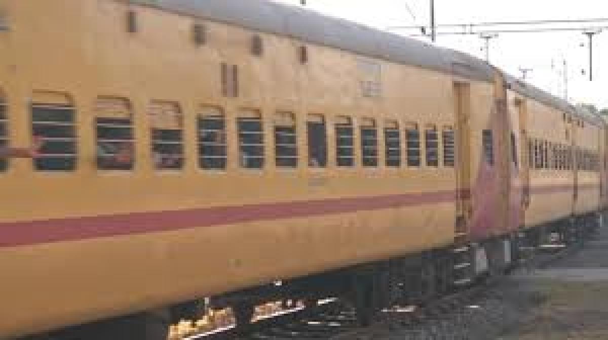 Karnataka mulling to press pause button to Shramik trains from Maharashtra