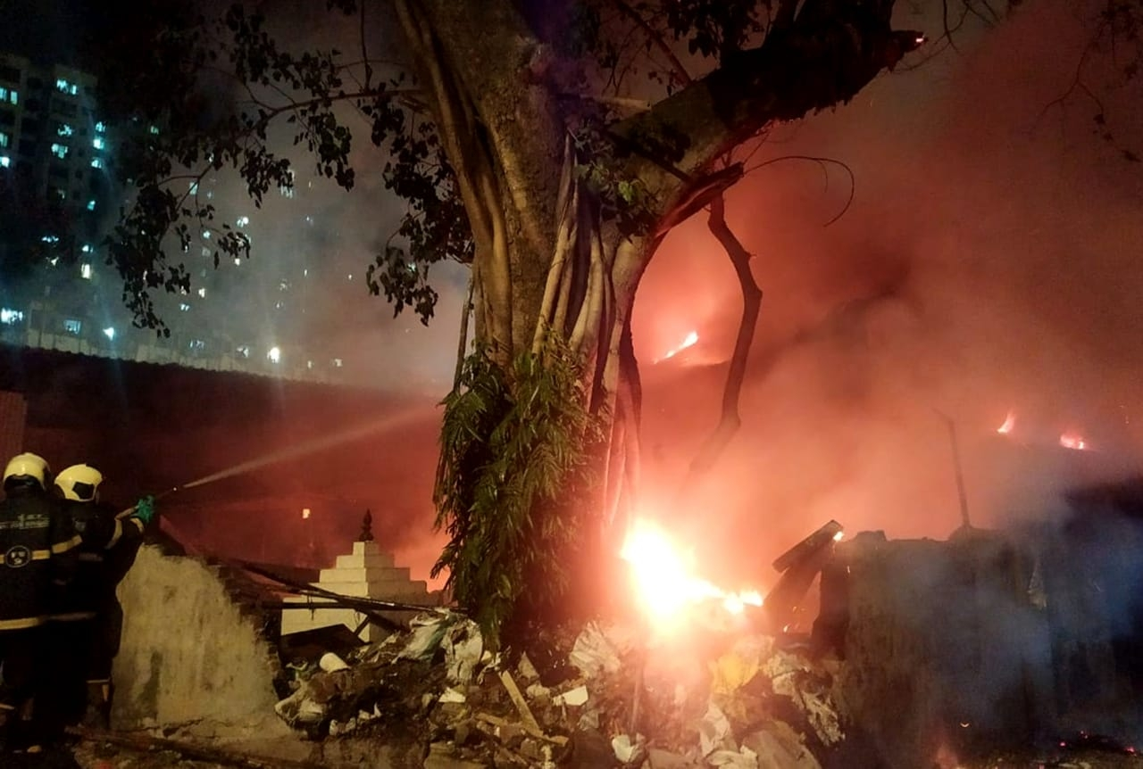 Mumbai  Fire Breaks Out At Popular Ganpati Idol Maker Vijay Khatu U0026 39 S Godown In Chinchpokli