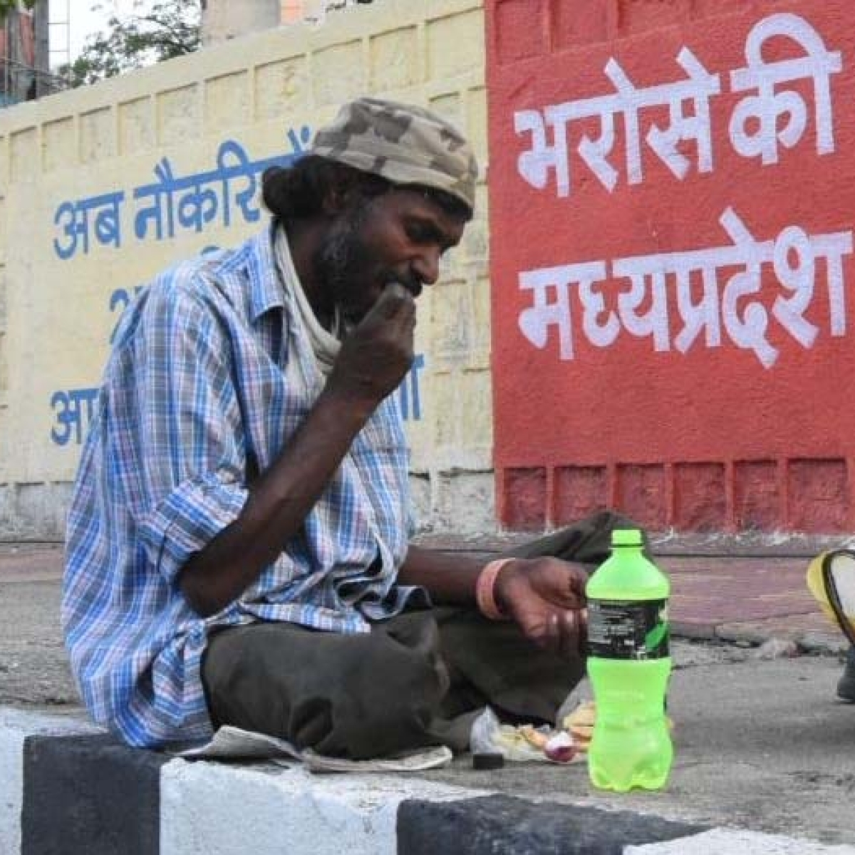 Bhopal: Many work behind scenes for labourers, pour out love through food packets