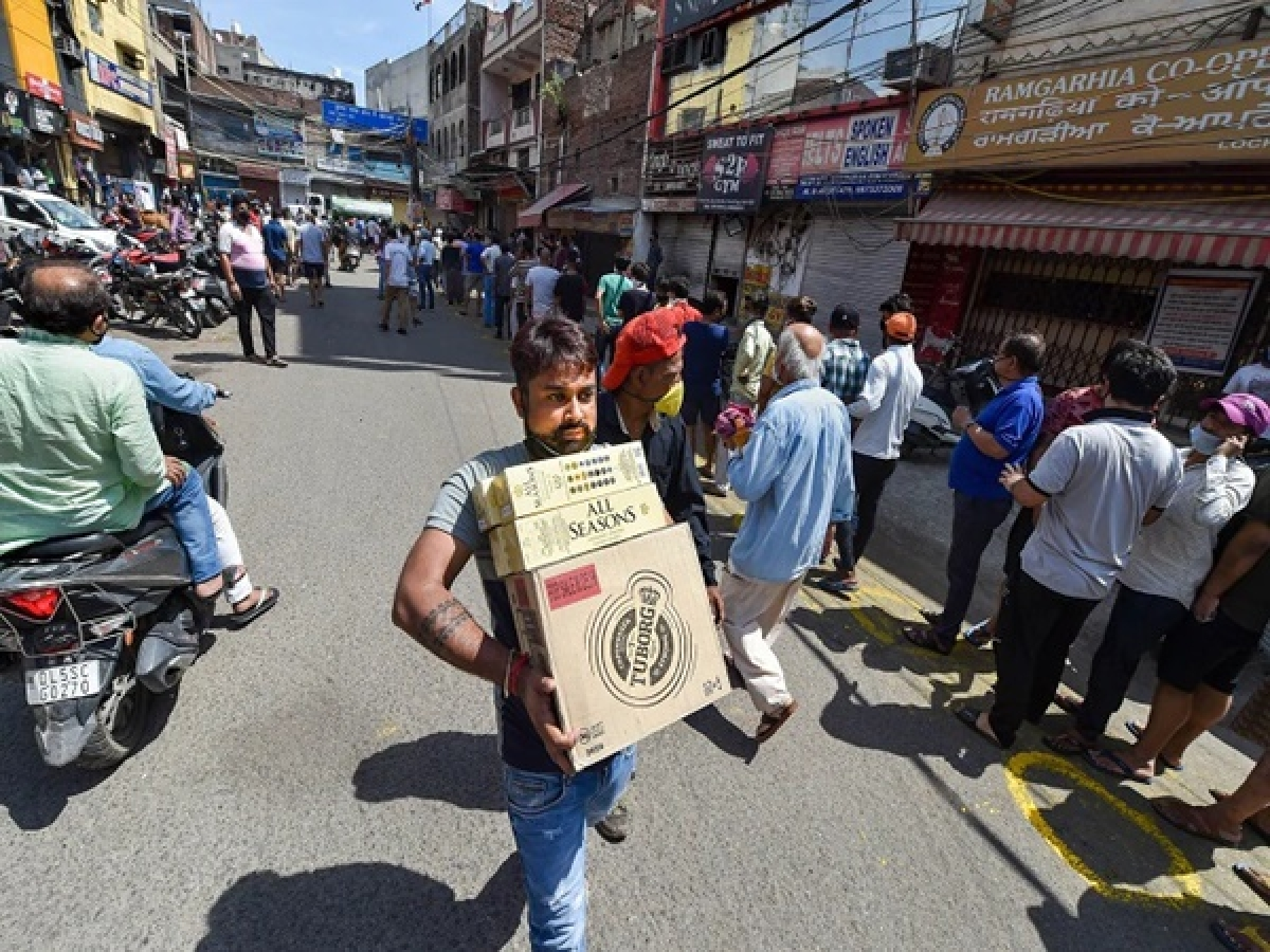 What social distancing? In Madhya Pradesh, people make beeline for wine shops after govt relaxes lockdown regulations