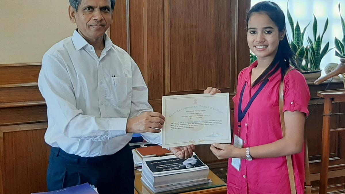 Ram Mohan Mishra, DC, MSME gives away Certificate for Media Internship