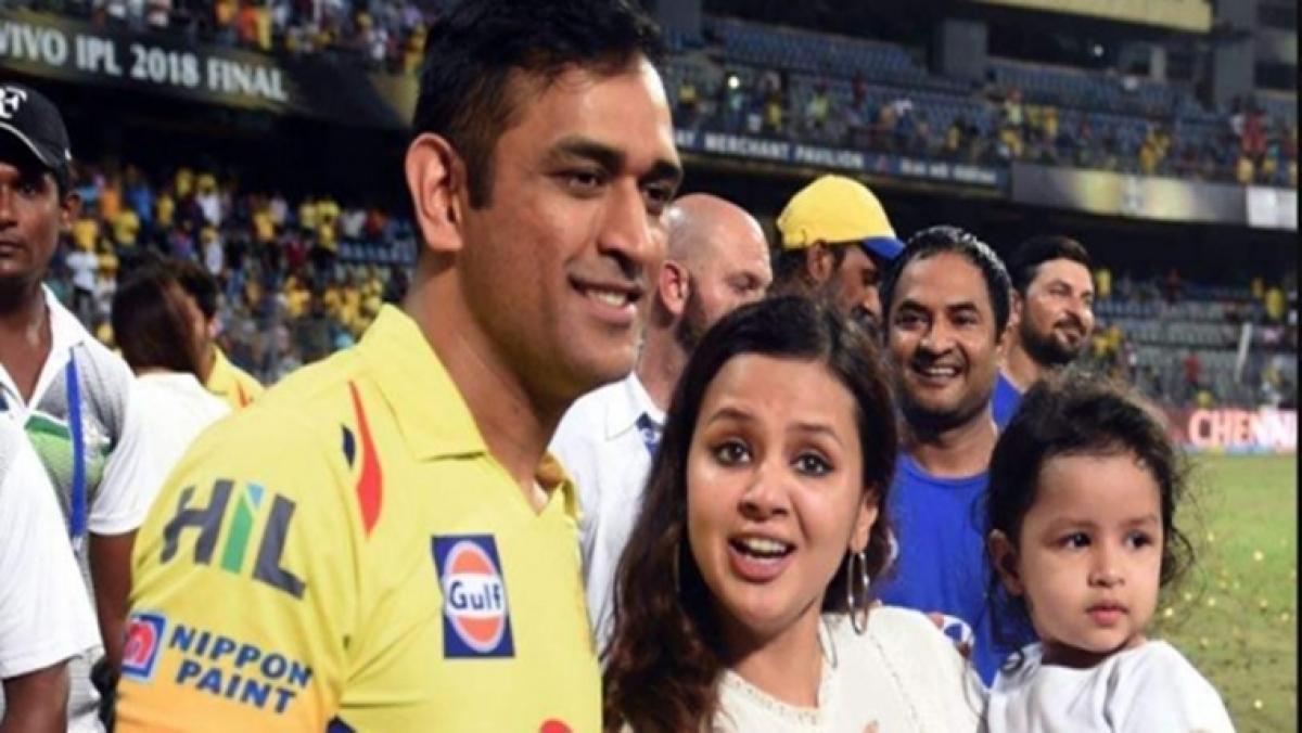 """MS Dhoni's wife Sakshi rubbishes #Dhoniretires, says lockdown has made people """"mentally unstable"""""""