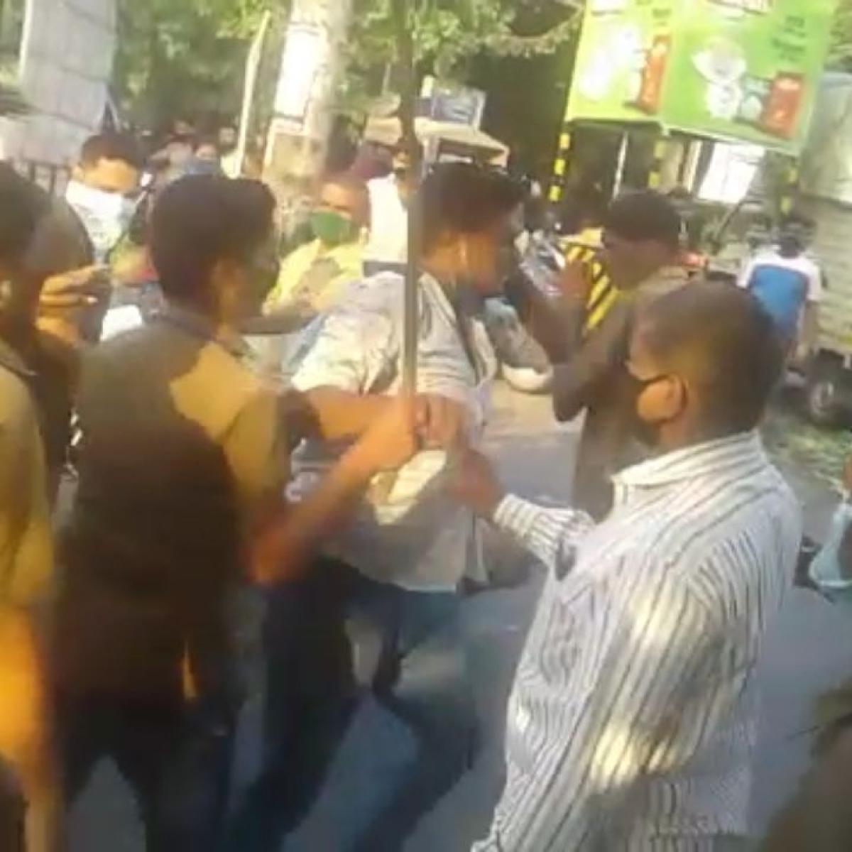 Coronavirus in Kalyan-Dombivli: Sanitation department workers thrash vegetable vendor; video goes viral