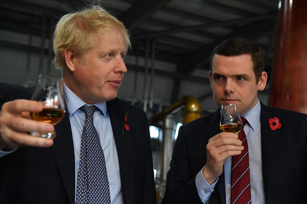 UK junior minister resigns over Dominic Cummings row